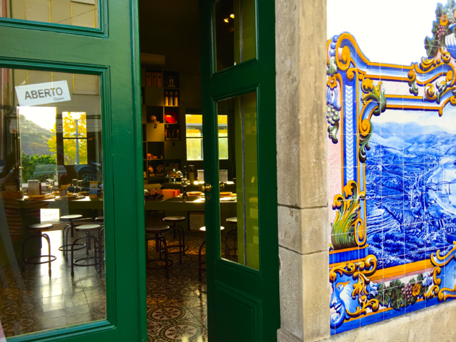 Pinhão+train+station+more+restaurant+IMG_1282.jpg