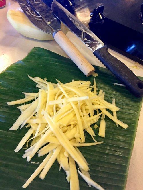Mango+with+Vietnamese+Knife.jpg