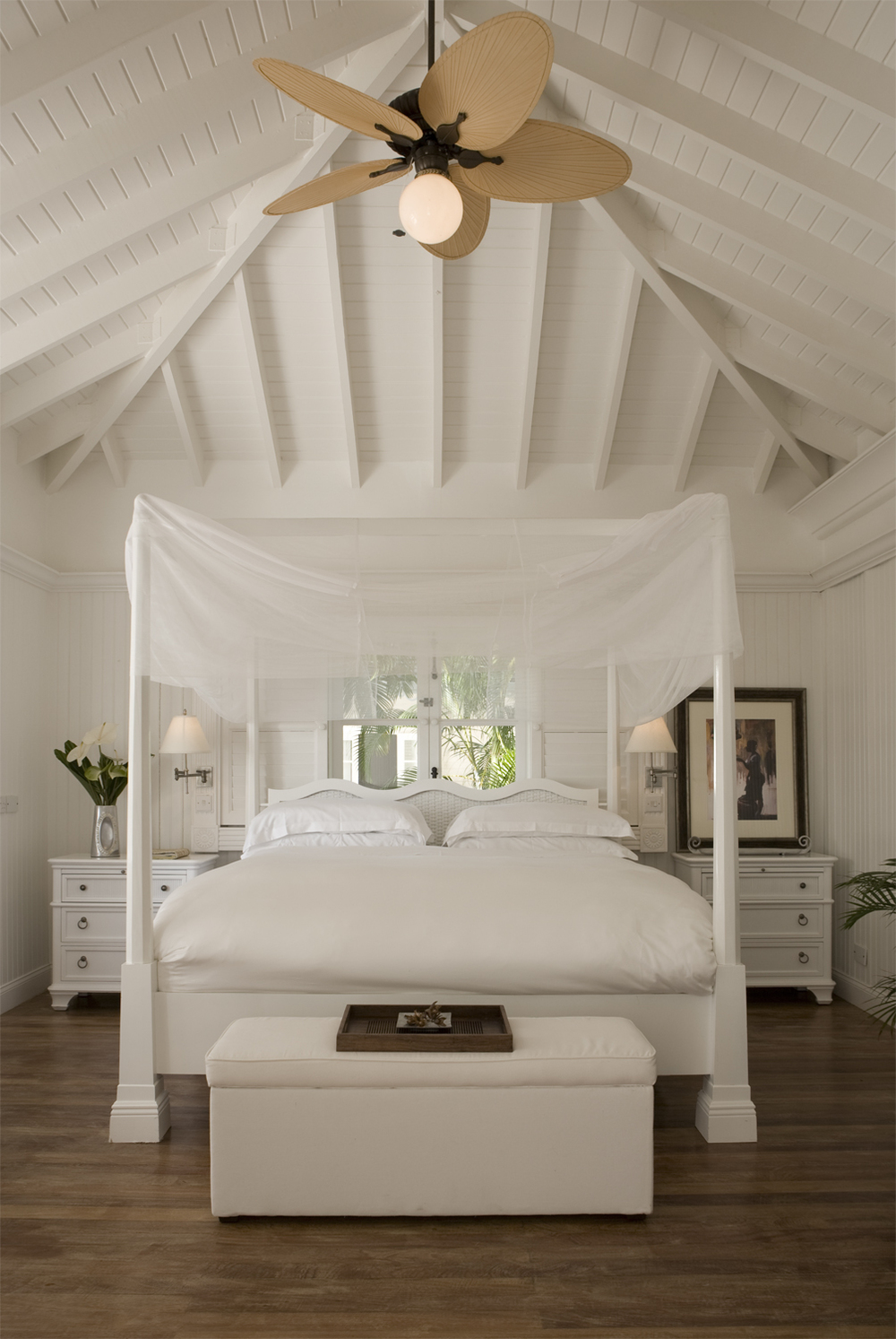 08 - HIGH-RES-Luxury Villa Bedroom.jpg