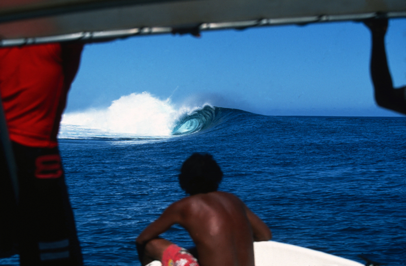 tahiti barrell outer isle by jeff divine .jpg