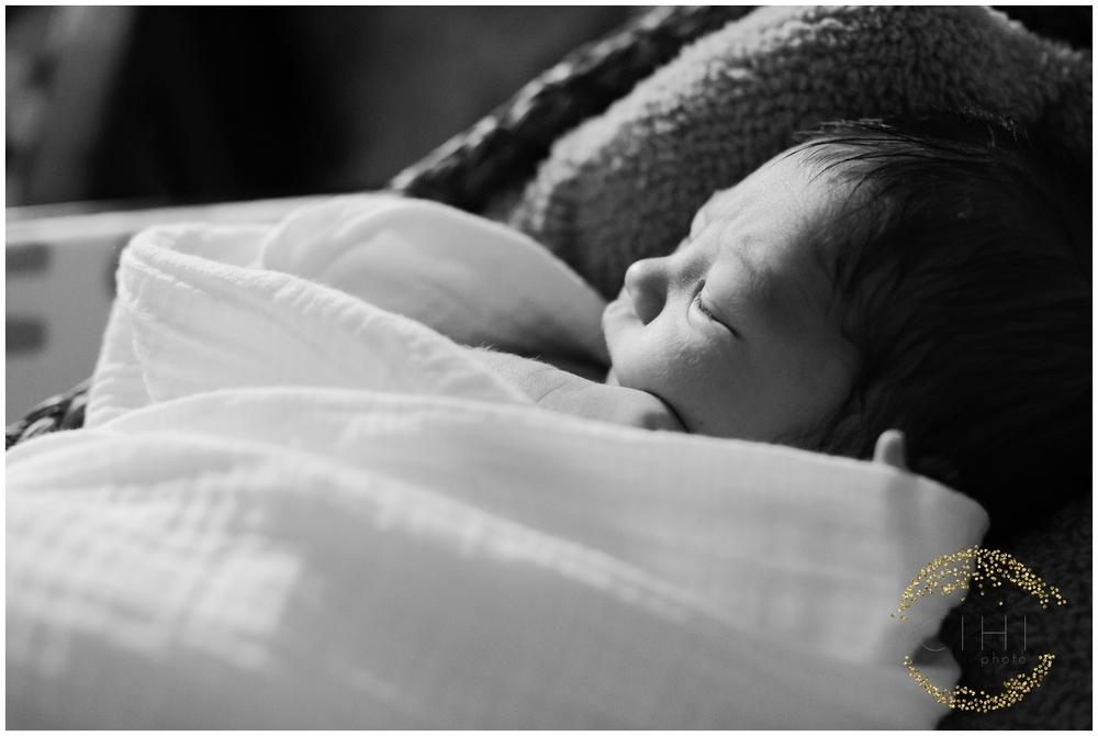 Sarasota December Newbory Baby Boy_2153.jpg