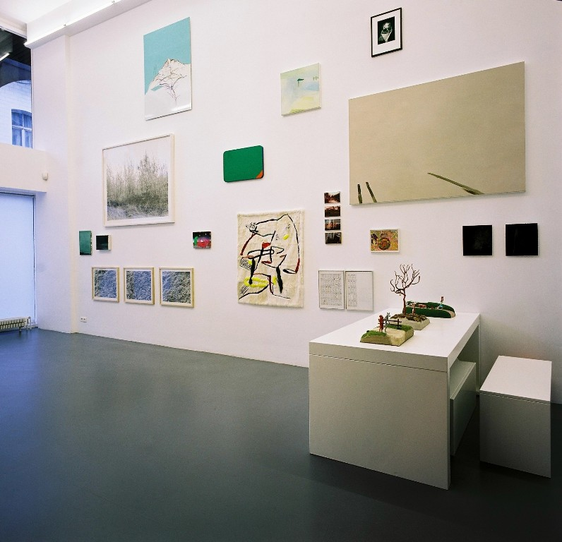 Coup de Coeur & Audioguides. Group show (side view)