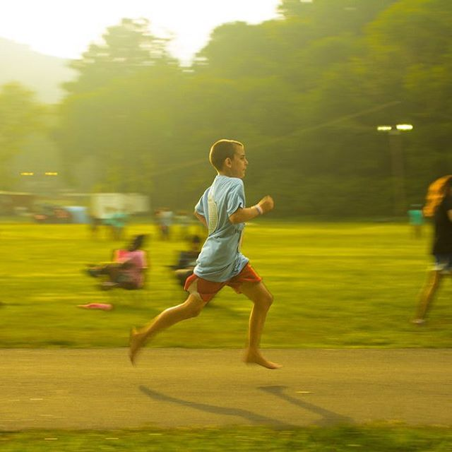 This kid was in the top 10 runners for a 5K run, without shoes. #5ktraining #nashvillephotographer