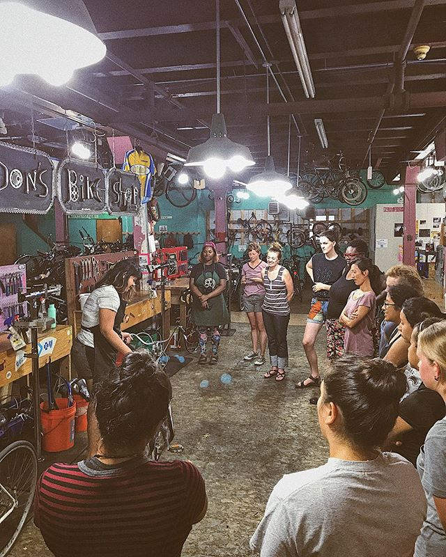 A full house for our Fix a Flat with @workingbikes ! #workingbikes #womenbikechicago