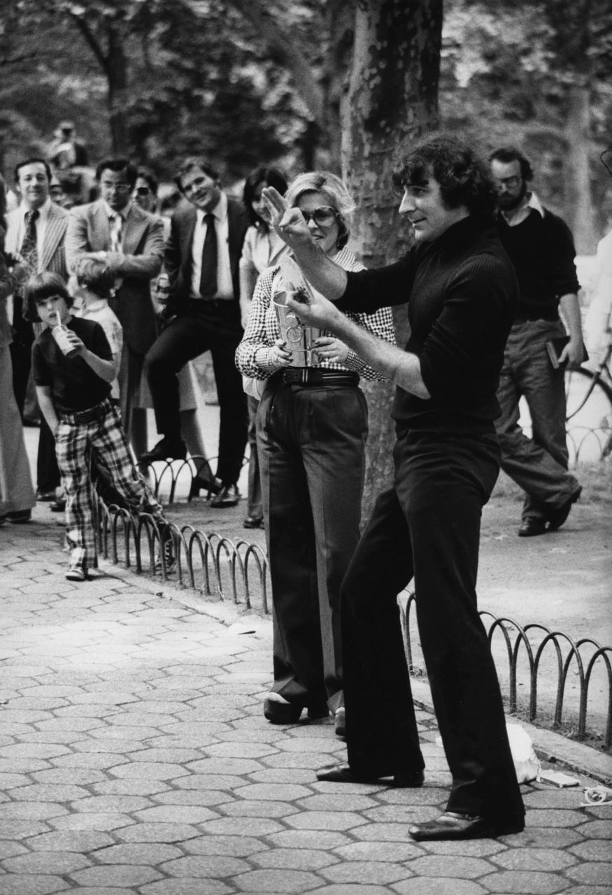 15_39_Street magician_Dan Wynn Archive.jpg