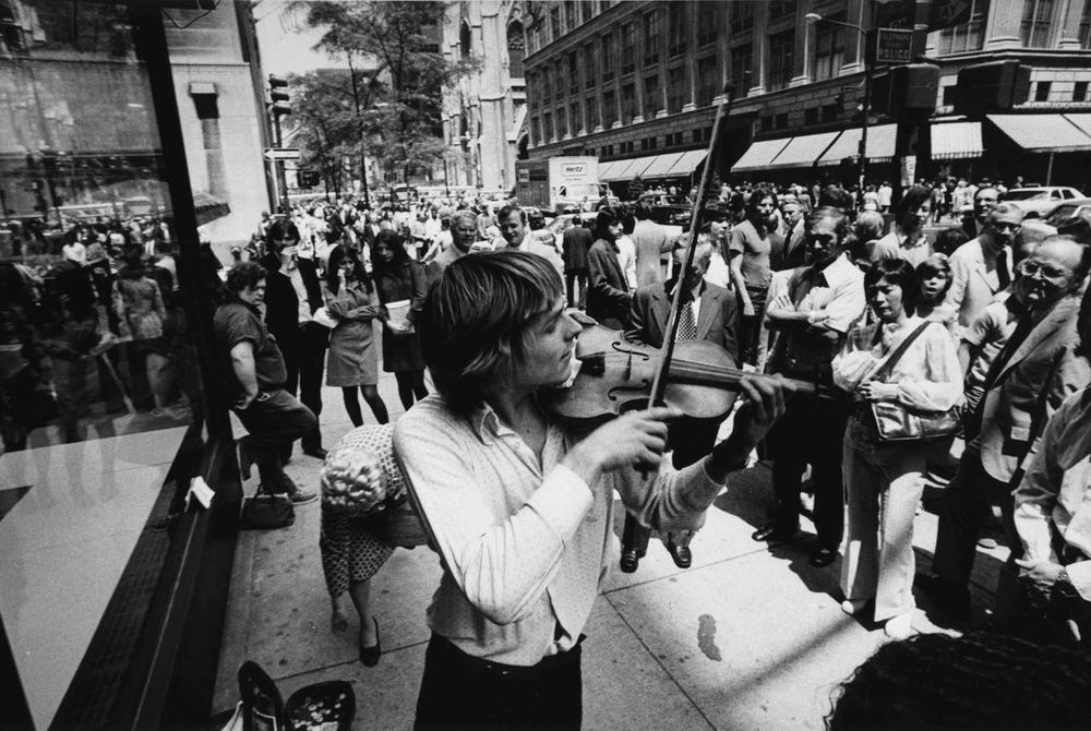 15_59_Street violin player_Dan Wynn Archive.jpg