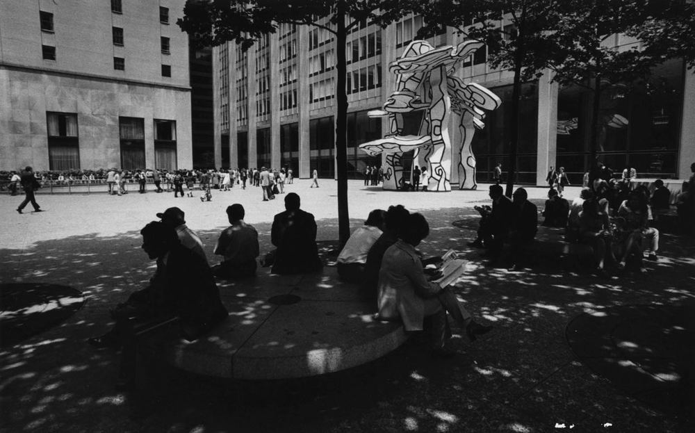 15_63_People reading under the shade in a plaza_Dan Wynn Archive.jpg