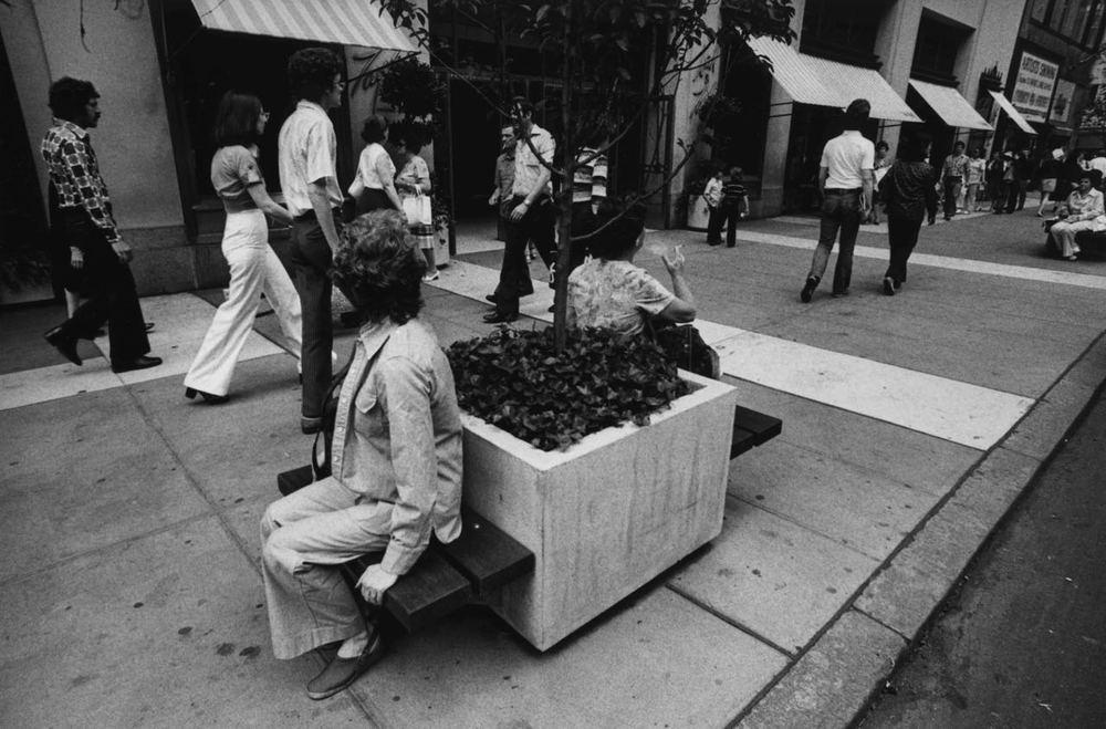 15_76_Busy street_Dan Wynn Archive.jpg
