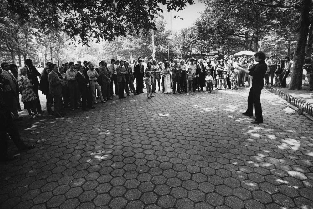 15_79_Magician performing_Dan Wynn Archive.jpg