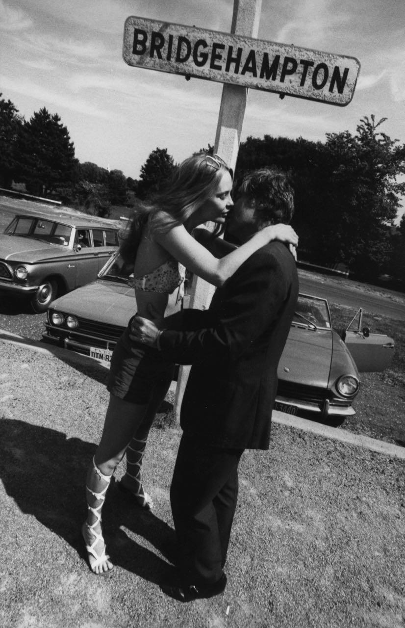 15_5_a couple kissing in Bridgehampton_Dan Wynn Archive.jpg