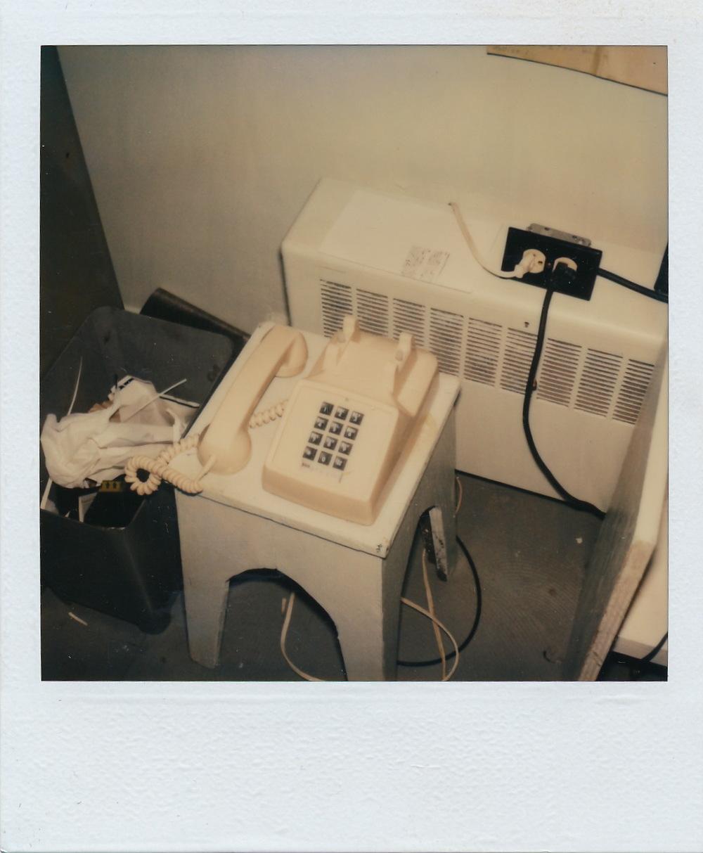 Téléphone nécessaire pour le fonctionnement des machines. - Document Polaroid original. /  © Herménégilde Chiasson 1982