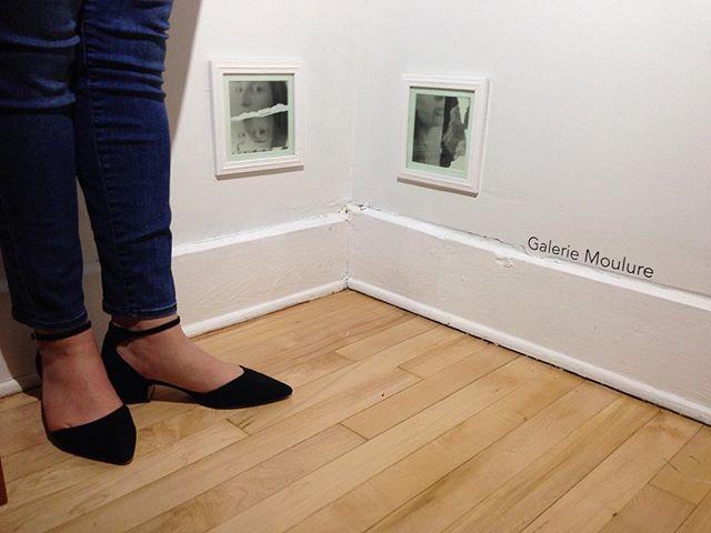 L'artiste @anniefrancenoel devant ses œuvres en exposition à la Galerie Moulure!  Suivez le vernissage virtuellement sur Instagram et Facebook!  #liripaa #galeriemoulure #espaceparallèle #artactuel #artenacadie #artisteféministe
