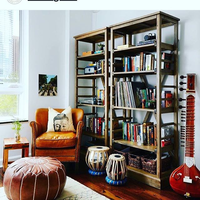 Popped up on Dering Hall- featuring  electric room selfies! I love the idea of a room having a selfie:) @deringhall #selfie #bookshelf