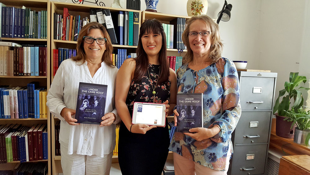 Kitty, Ali, Vinsula July 12, 2017 holding Kinn books.jpg