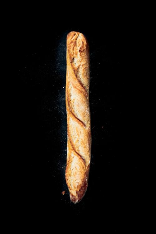 BAGUETTE RÉTRO-QUÉBÉCOISE Fabriquée avec de la farine de blé québécois de culture raisonnée, elle dévoile une croûte très croustillante et une mie des plus alvéolées. Sa durée de conservation est plus longue grâce aux blés de chez nous. Issue des meilleurs blés québécois, notre baguette respecte la tradition française!