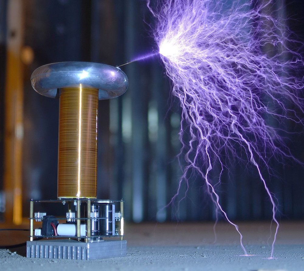 Solid state DRSSTC Tesla coil with pointed wire attached to toroid to produce  brush discharge