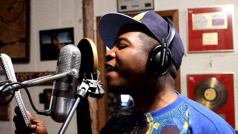 AL KAPONE (Alphonzo Bailey) is an American rapper from Memphis. Kapone is known principally for his underground success in the Memphis hip hop scene in the ...