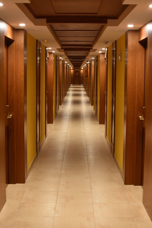 aisle-architecture-building-277572.jpg