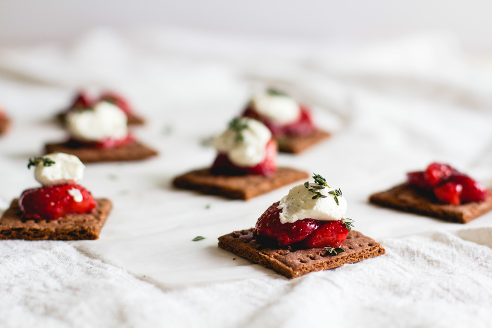 Vanilla Roasted Strawberries with Chocolate Graham Crackers