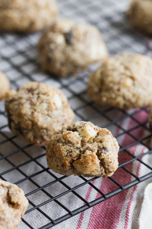White Chocolate + Macadamia Almond Meal Cookies (Gluten Free!) | Sarah J. Hauser #cookies #glutenfree #almond #whitechocolate