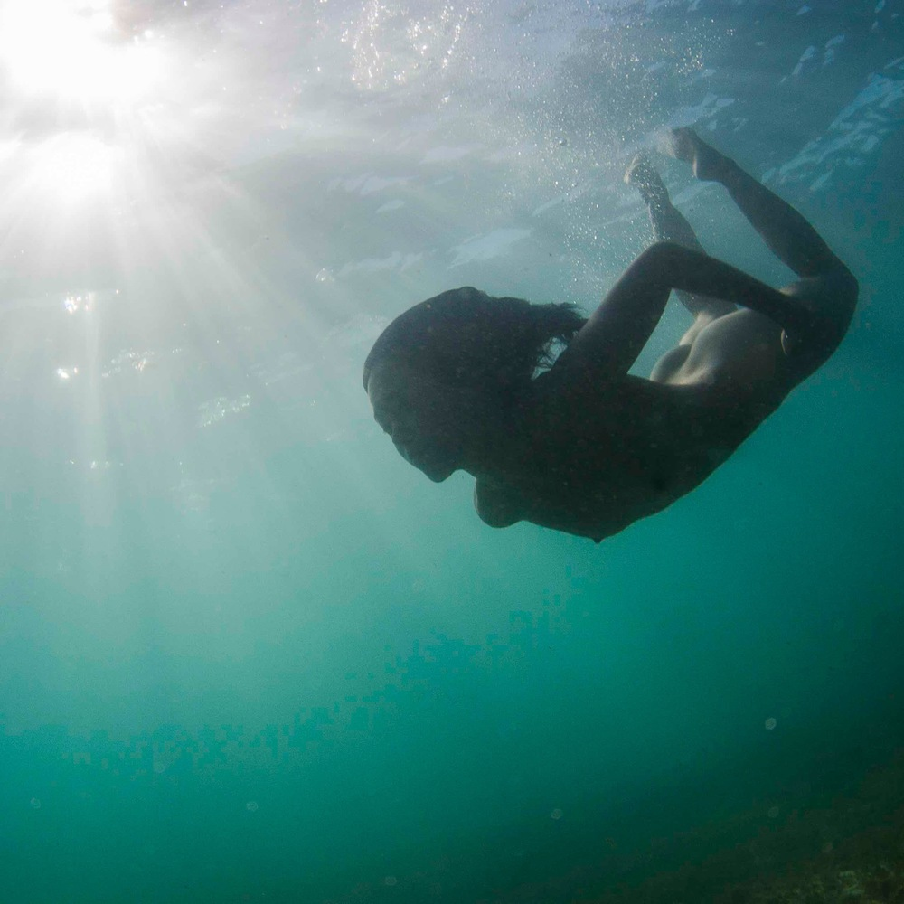 A model finds a sunlit halo underwater in Perth. Shot by Kozyndan