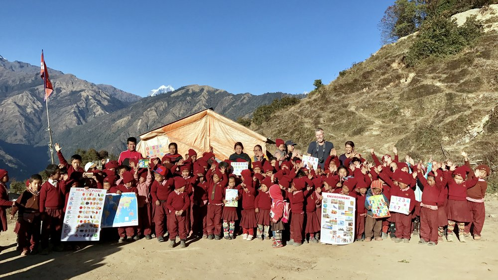 Group photo at the small primary school of Laprak, Gupsy Phaka.