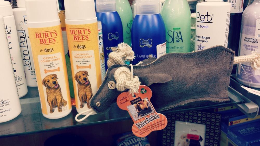 Shampoo y juguetes para tu perrito