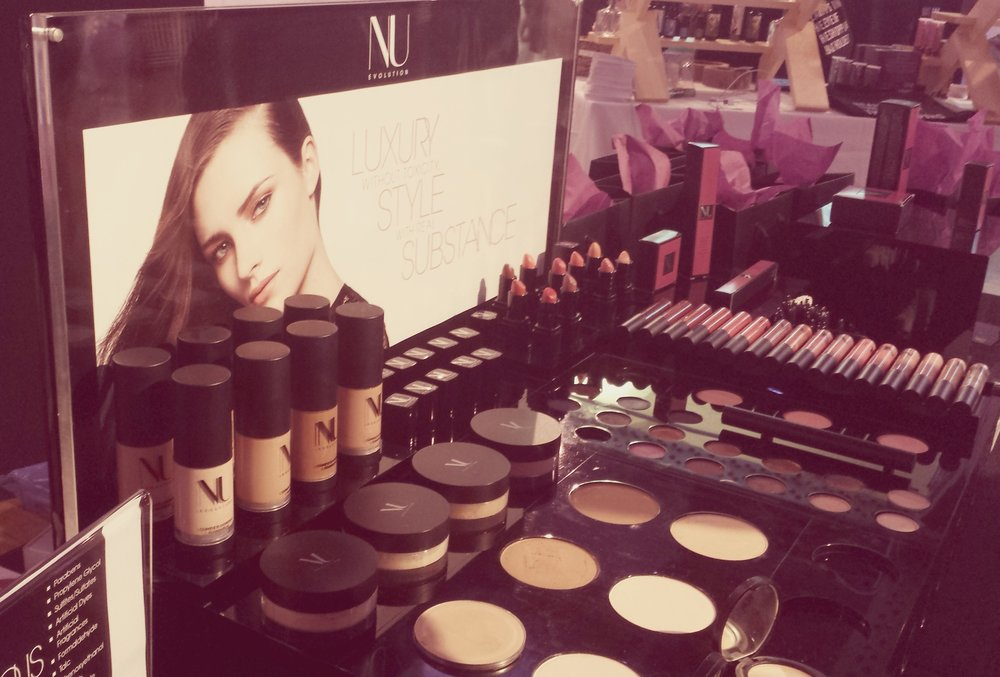 Last year got to discover NU Evolution Make Up and I love their highly pigmented colors - the best alternative to MAC