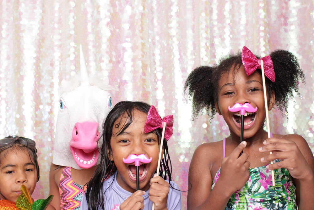 MAGGIE'S 7TH BIRTHDAY | HOT PINK PHOTO BOOTH