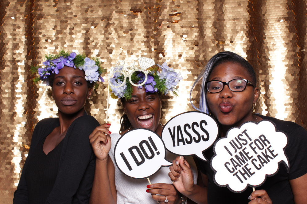 WEDDING EXPERIENCE | HOT PINK PHOTO BOOTH