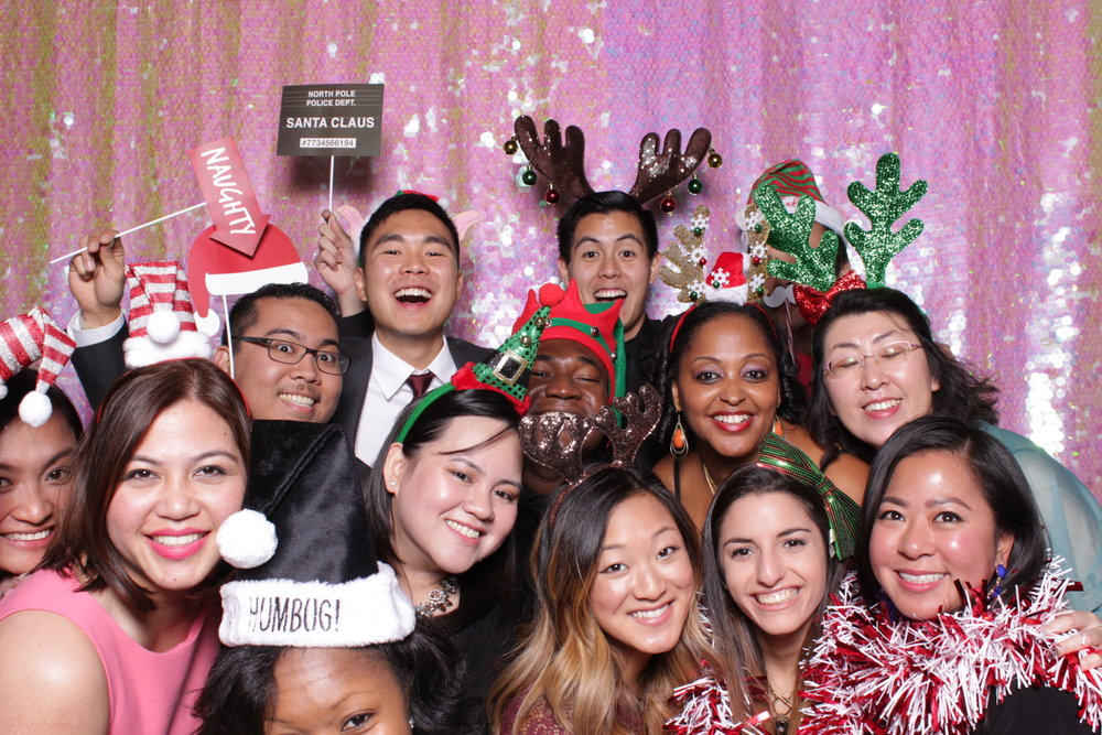 RAFFA HOLIDAY PARTY | HOT PINK PHOTO BOOTH