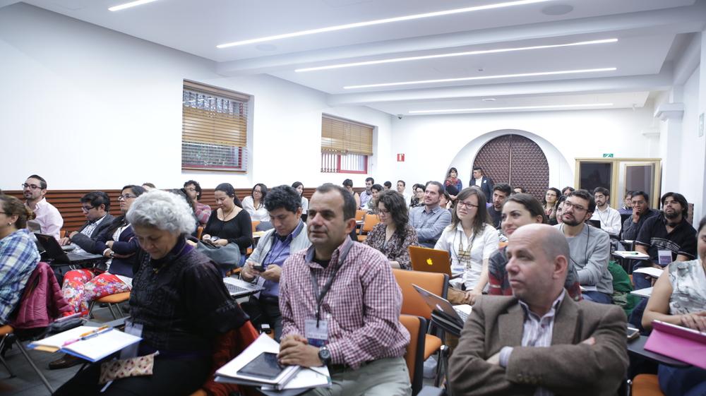 Crowd listening DESC.JPG