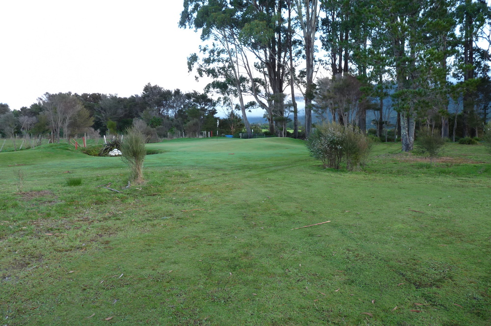 Green approach from 50 metre lay-up.jpg