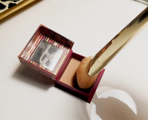 APPLY BRONZER ON THE TIP OF THE BRUSH TO CONTOUR