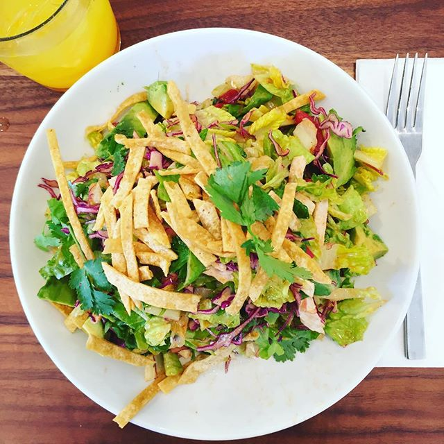 How am I just discovering this place?! #tacosalad sans beans and #turmeric spritzer #dairyfree #glutenfree #sfeats