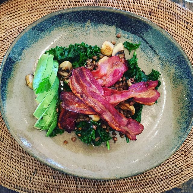 Breakfast made to order 😉 No qualms with modifications at this lovely place! #newzealand #napiereats #organic #farmlife #bacon #mushrooms #lentils #avocado