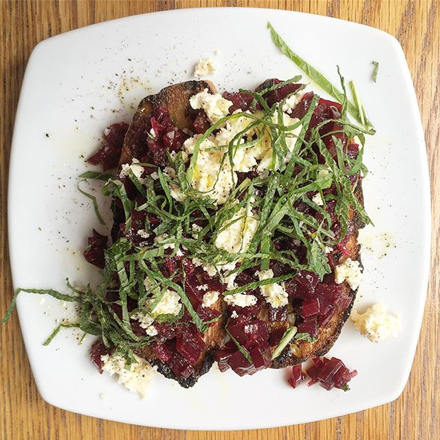 This delicious nibble = #toast with smoked #beet + #feta + #mint😋 Smoking your beets is another way to enjoy this #rootvegetable high in #fiber, #potassium and #vitaminc  #immuneboosting #newzealand #wellingtoneats