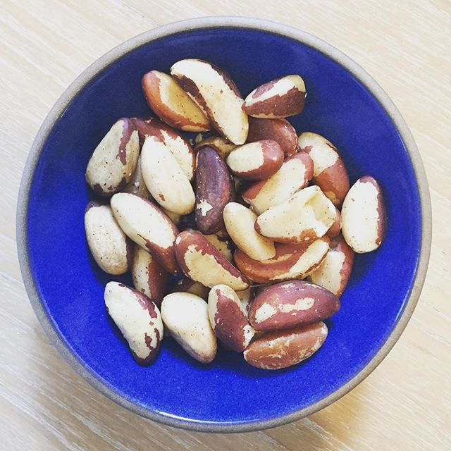 Food is medicine! I'm enjoying my daily dose of #brazilnuts - These nuts are high in the mineral #selenium which is essential  for #liverdetox ,promotes healthy #thyroid function and supports the immune system-- especially important during cold season! Eat two Brazil nuts a day to get your daily intake! Make sure they are #organic and #raw