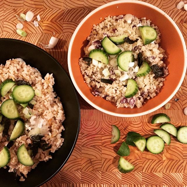 #ricebowls for dinner tonight! Mine with #cauliflowerrice from @joyloopfoods and topped with #nori + #cucumber + #scallions + #kraut 🌿Petrale sole will finish us off 👌🏻