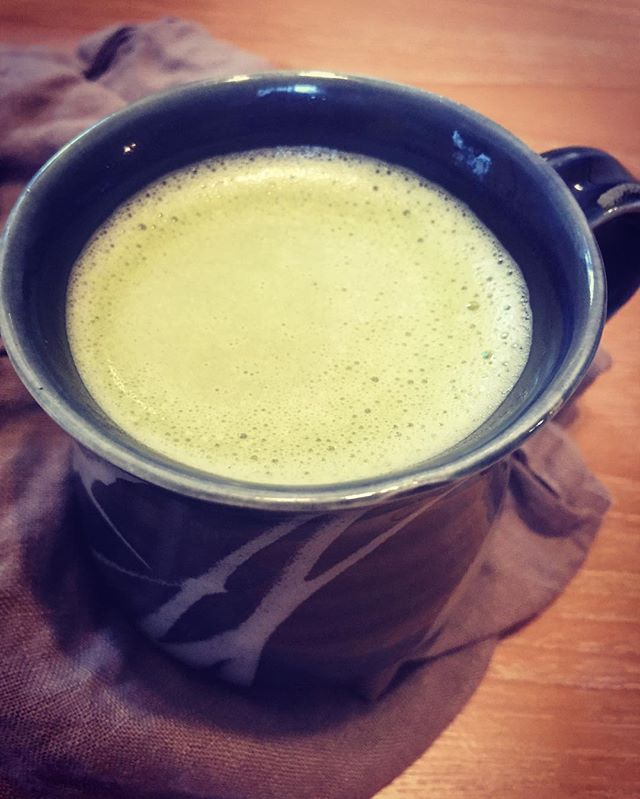 Hello morning #matcha ❤️I gave up coffee a few months ago and switched to matcha, a powdered #Japanese #greentea ; matcha has less caffeine than coffee but 3x the caffeine of a regular green tea bag. Result: I feel SO GOOD. Matcha still gives you that get up and go feeling but it feels more steady versus a sheBANG!! I also don't experience an afternoon slump which has eliminated my dark chocolate cravings 👏Did you know that matcha stimulates your #metabolism with its thermogenic properties that regulate body temperature? And the catethins in matcha have an antibacterial effect so no need to worry about your teeth getting stained! I use #twohillsorganics matcha and sweeten it with @bigtreefarmsbali #coconutsugar - - - - - - #whatnutritionistseat #functionalmedicine #functionalnutritionist #eatclean #sanfranciscoeats #organic #realfood #wholefoods #foodblogger #healthcoach #thrive #glutenfree #dairyfree #weightloss #holisticnutritonist #bloodsugarbalance