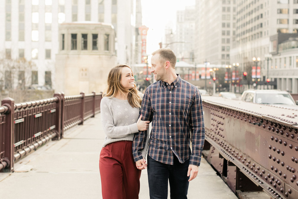 city background at Chicago, illinois engagement session
