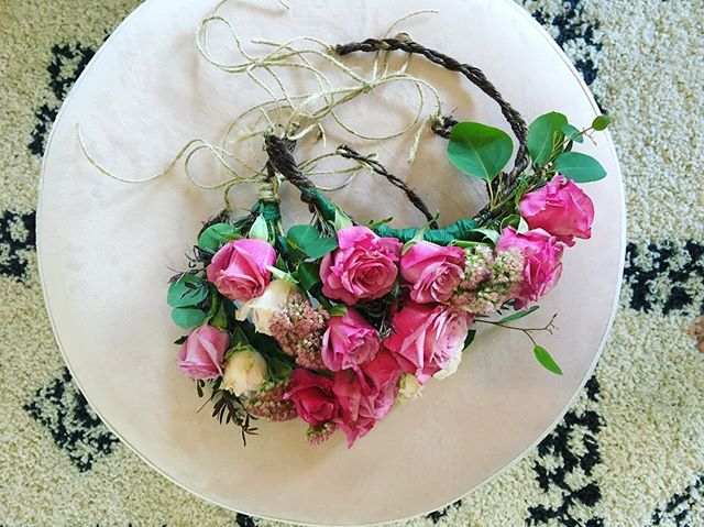 〰 FOR THE GALS 〰 Absolutely loving that Sals gals went with Flower Crowns in leui of bouquets 💕🌸 :: :: #thebridescollection  #flowercrown #hensparty #hens #bachelorette #flowercrownworkshop #flower #flowers #flowerstagram #shesaidyes #ido #bridetobe #sydneybride #northernbeachesbride #northernbeaches #madebyme #shoplocal #hensparty  #bacheloretteparty #love #loveislove #selfie #selfies #earthmumma #stunner #babyshower #mumtobe #bridesmaids #brides #bride