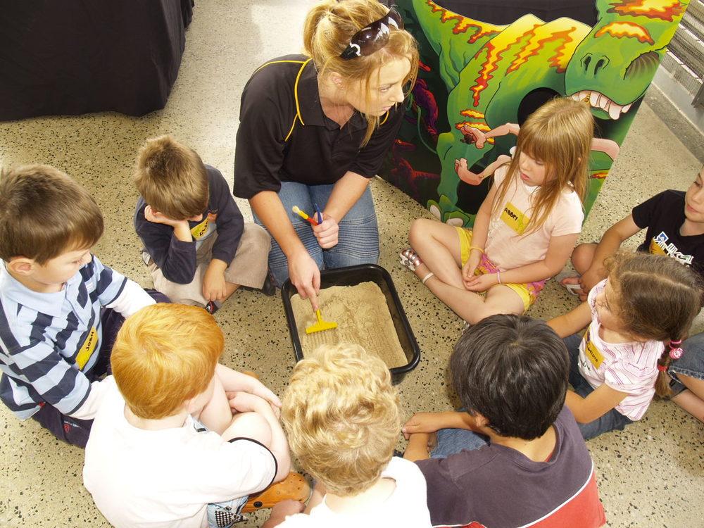 kids-workshop-events-geelong-dinosaur-the-party-girl.JPG