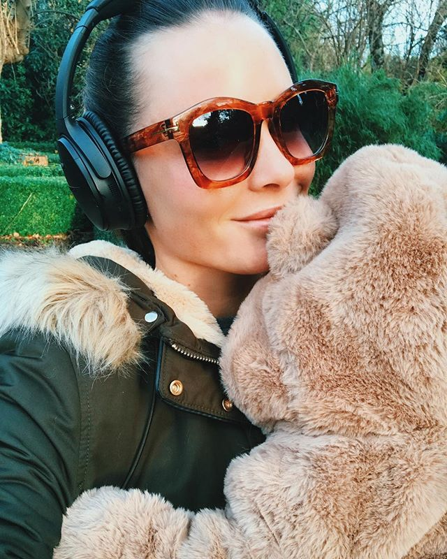 Favourite part of the day, I pop Milo in his pram and we head off on our walk... I get an hour to chill and listen to a podcast while he has his nap! Can't recommend my Bose Quiet Comfort's enough, so comfy to wear and they are wireless which is ideal for walking. They are on offer in the @curryspcworldie sale with €70 off at the moment too! I took them to the hospital with me when I had Milo and slept with them on every night just with the noise cancellation switch turned on to block out all the sound, worked a treat! AD