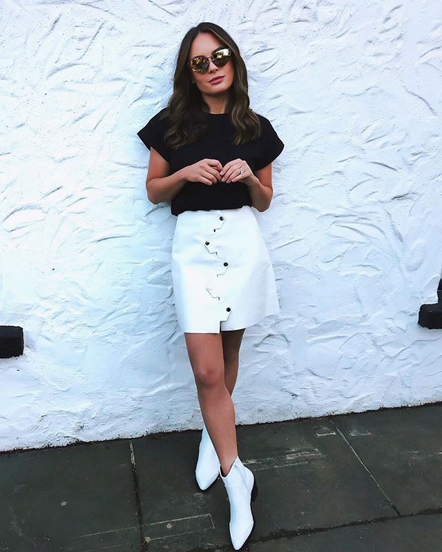 I can't tell you how obsessed I am with this white leather skirt, I am pretty sure I'll be living in it for the next few months. So nice to head into spring and pick up some key pieces that will work while the weather is still cold now and as it starts to warm up. These t-shirts are the best fit I've found in a long time too! My whole look is from @Zalando who now ship to Ireland! Outfit linked in my story #ZalandoStyle ad