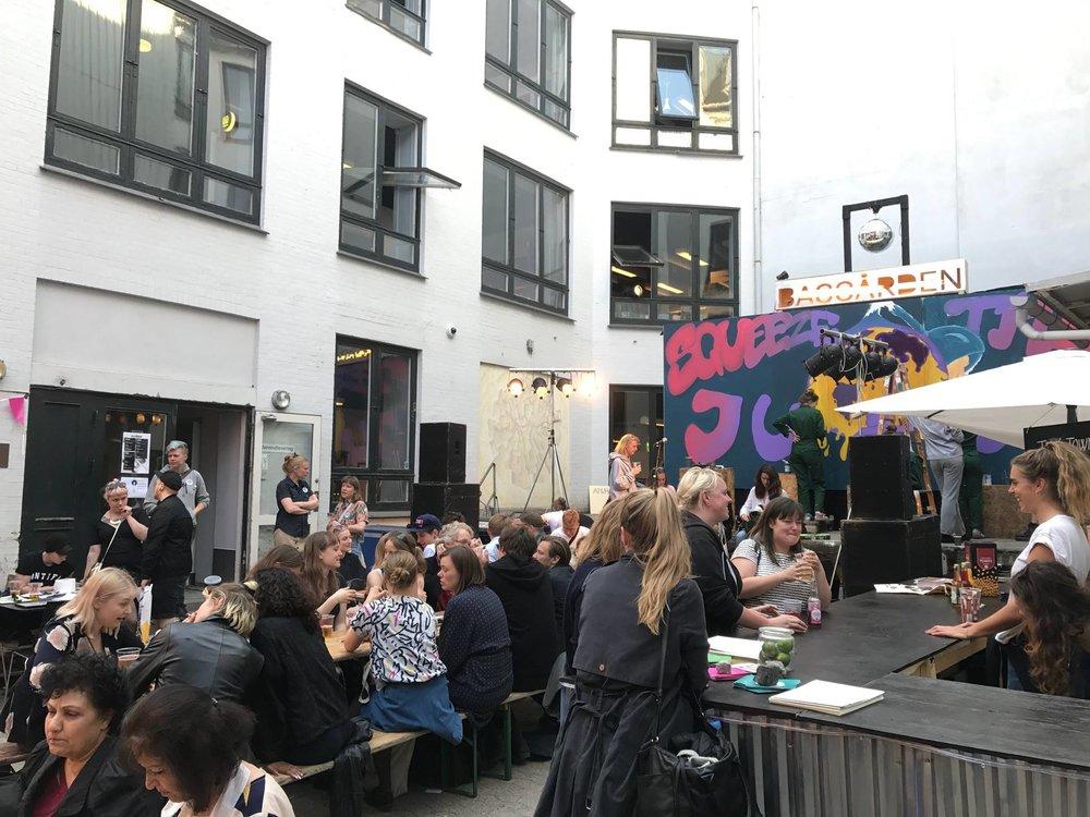 Bakgården til Københavns Hovedbibliotek under debattfestivalen Talk Town.
