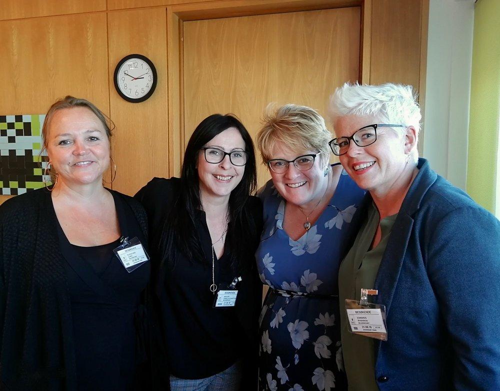 Balansekunst og kulturminister Trine Skei Grande. Fra venstre: Guro Kleveland, Camilla Slaattun Brauer, Trine Skei Grande og Rhiannon Hovden Edwards.
