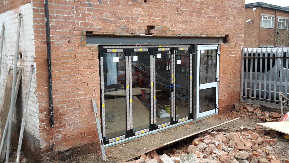 Bi-fold doors to outdoor area