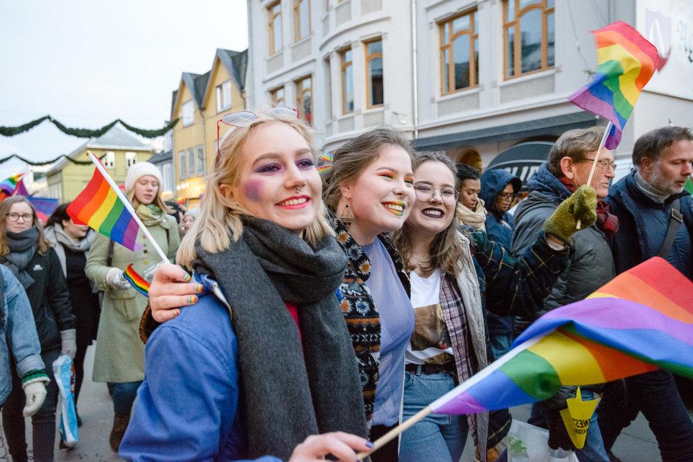 Rundt 4000 mennesker deltok i paraden i 2017. Det var rekord.