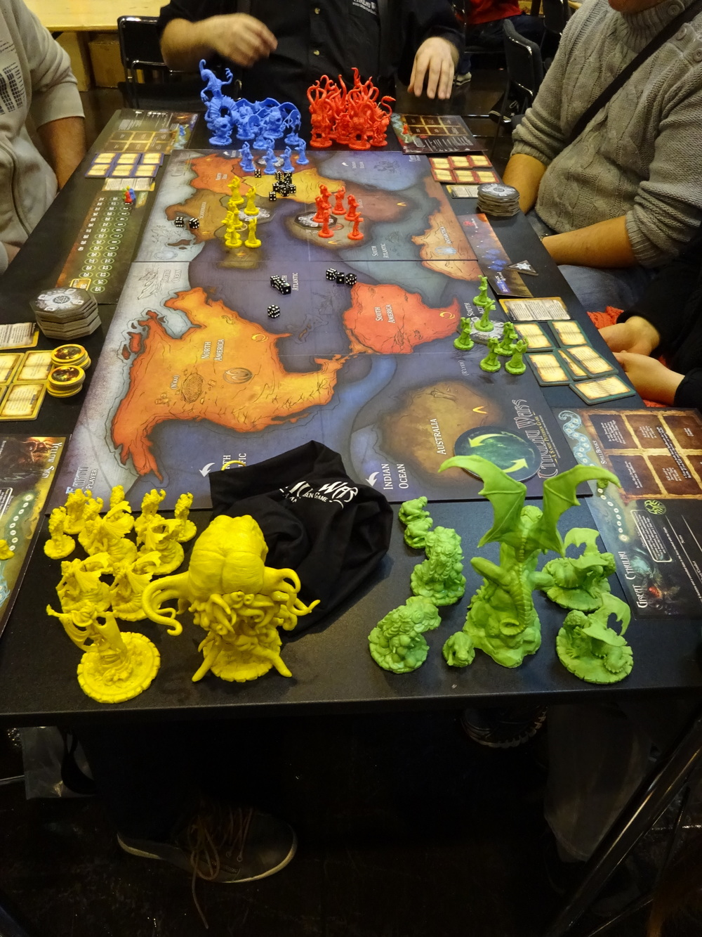 "Brutal ""minis"" of Cthulhu Wars."
